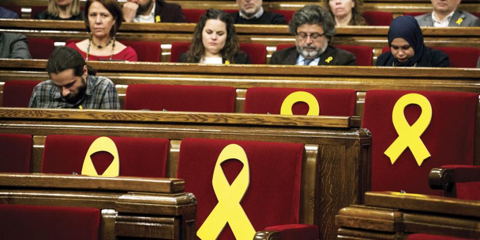Parlamento catalán reta a España