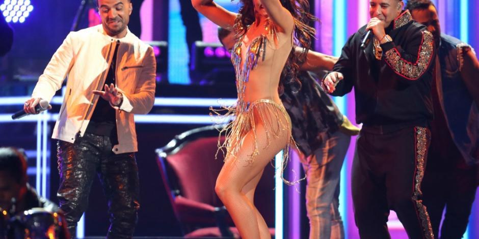 VIDEO: Fonsi y Daddy Yankee encienden los Grammy junto a Zuleyka Rivera