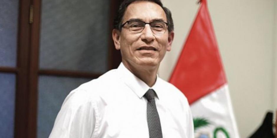 Outsider toma riendas de un Perú decepcionado por la corrupción