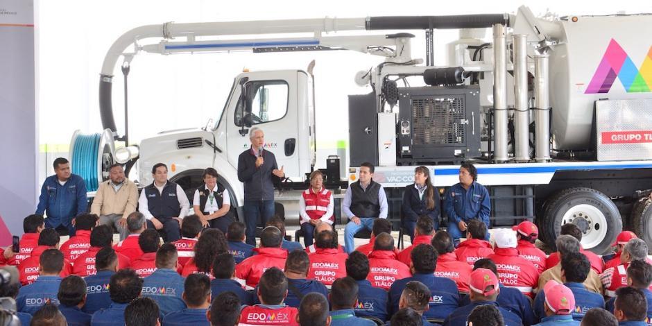 Entrega Del Mazo equipo para evitar inundaciones en Edomex