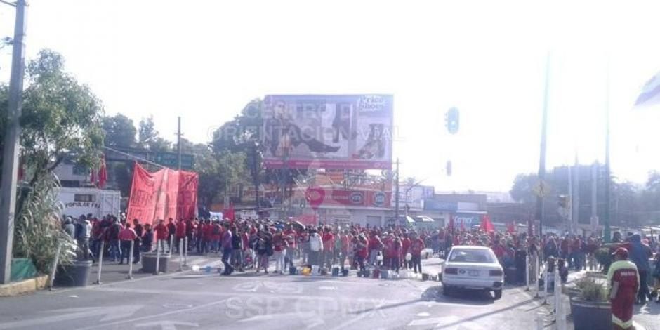Bloquean avenida Rojo Gómez por falta de agua