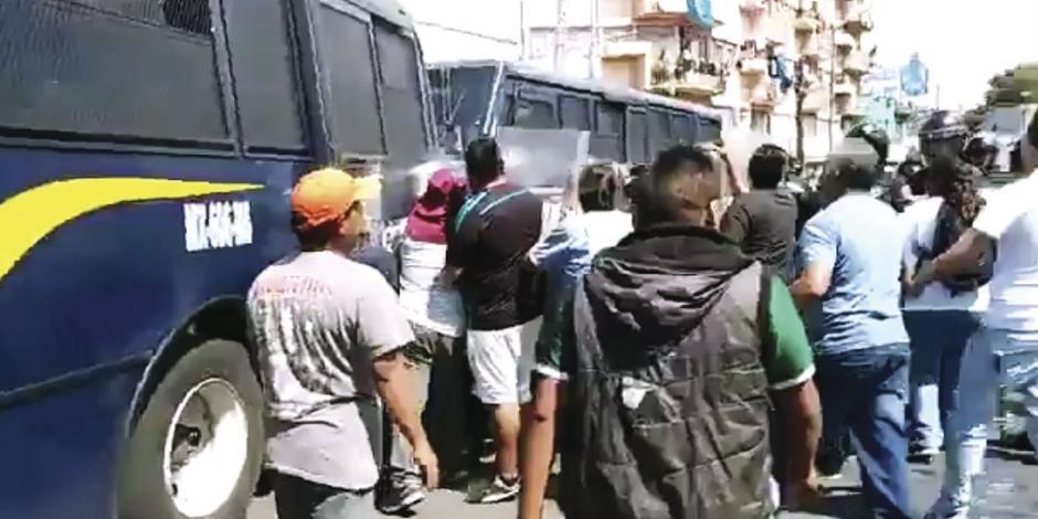 Ambulantes y granaderos riñen en la Portales