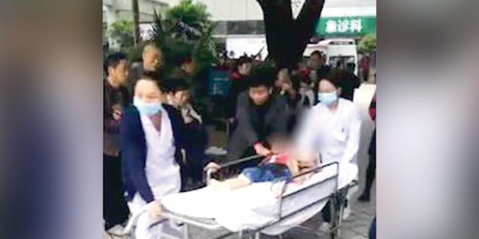 Mujer apuñala a 14 niños en China