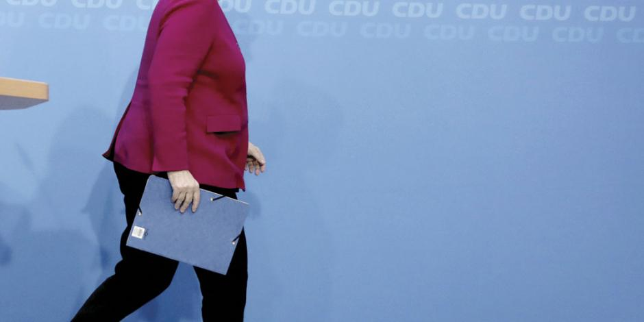 Ultraderecha empuja a Merkel a dejar el poder