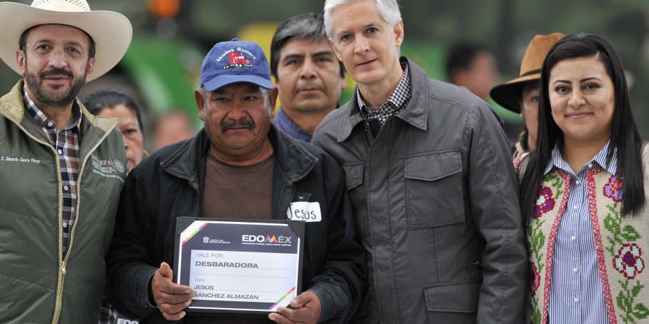 Entrega Del Mazo apoyos a más de mil 700 productores del campo