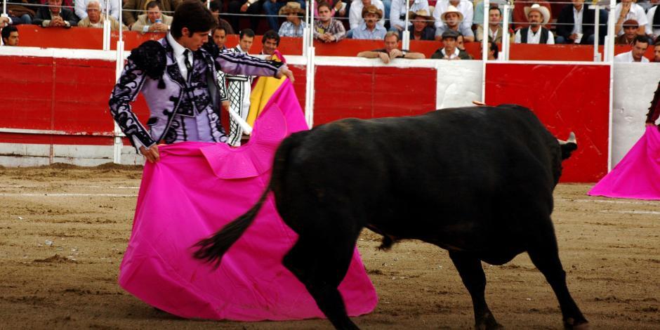 Barrales propone llevar a consulta corridas de toros en la CDMX