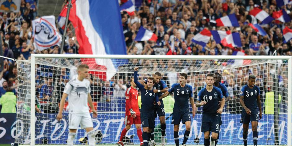 Con doblete de Griezmann, Francia agudiza crisis alemana