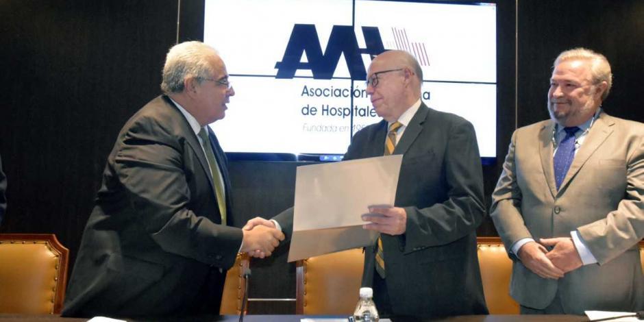 Toma protesta Narro a presidente de la Asociación Mexicana de Hospitales
