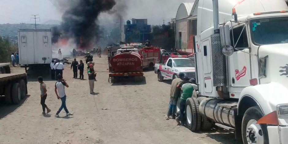 Se incendia depósito de llantas en autopista Chamapa-Lechería