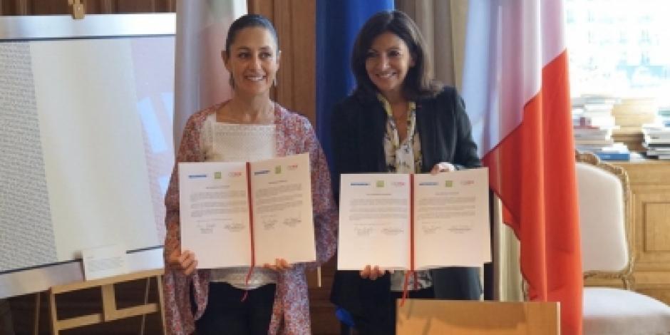 Sheinbaum firma en París acuerdo de cooperación con alcaldesa