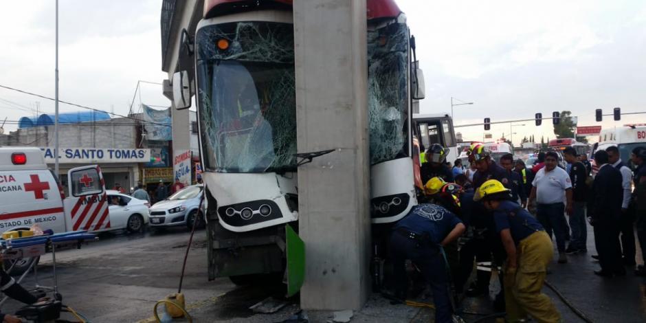 Mexibús choca contra base de puente en Ecatepec; hay 17 heridos