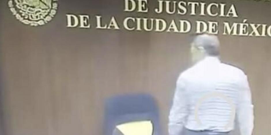 Investigan a juez que rompió silla por abuso sexual contra alumna