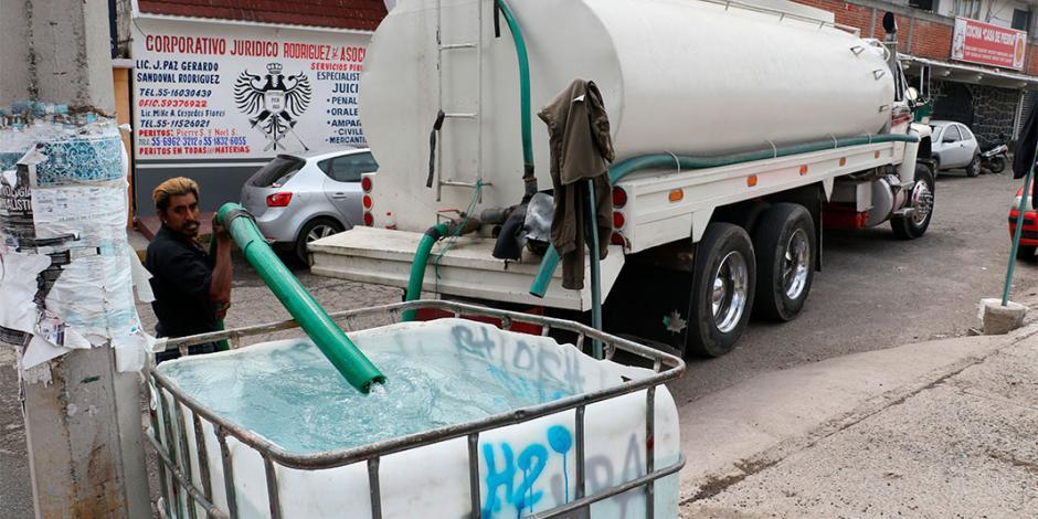 A dos días del corte, ofrecen pipas de agua de $1,300 a $2,100