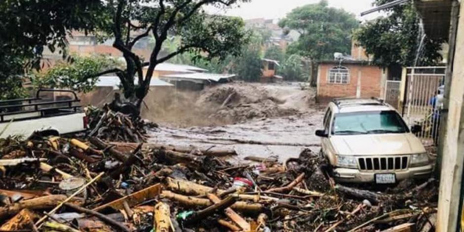 Sube a 7 cifra de muertos por desborde de río y represa en Peribán