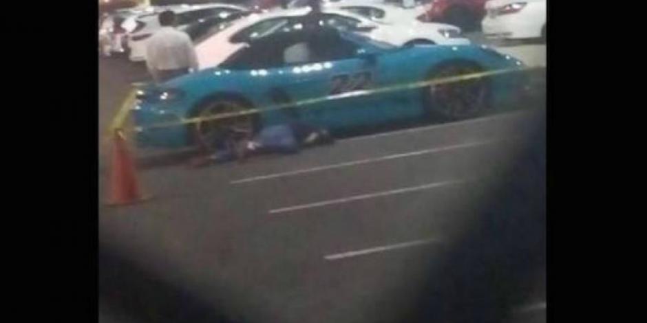 Conductor de un Porsche mata a su asaltante en Puebla