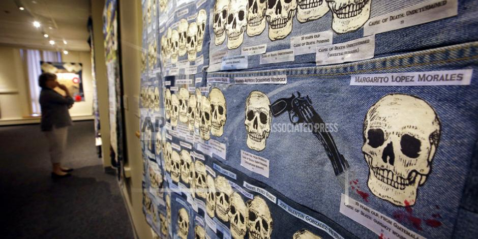Con 17 edredones museo de EU recuerda a migrantes muertos