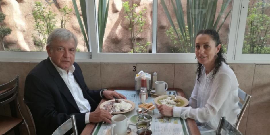 AMLO y Shienbaum comparten desayuno en La Casa de Toño