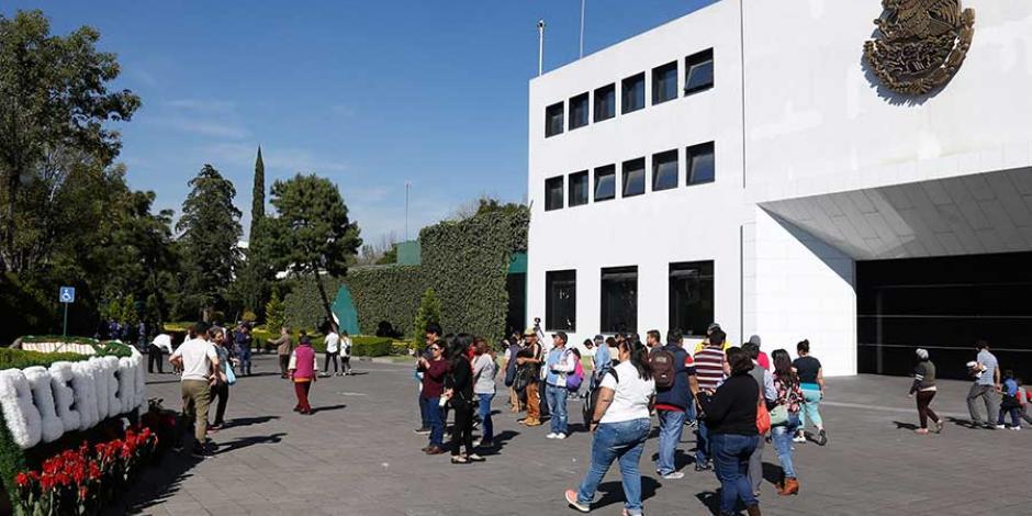 Piezas de arte de Los Pinos, devueltas a Hacienda y a Cultura, afirma administración de EPN