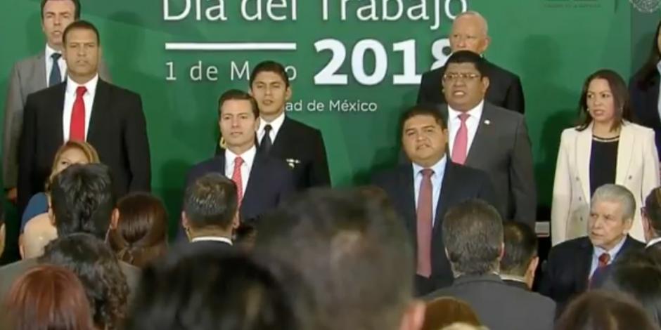 VIDEO: Refrenda EPN compromiso con los trabajadores de México