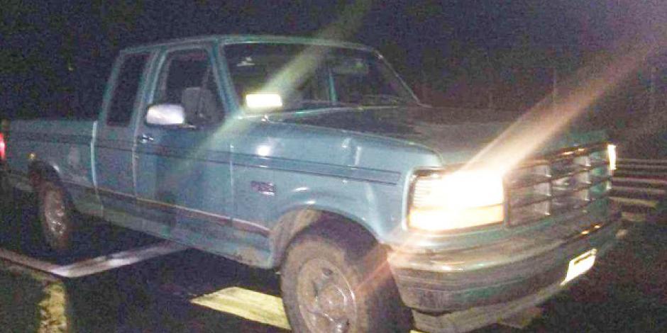 FOTOS: Abandonan camioneta con 5 muertos maniatados en Uruapan