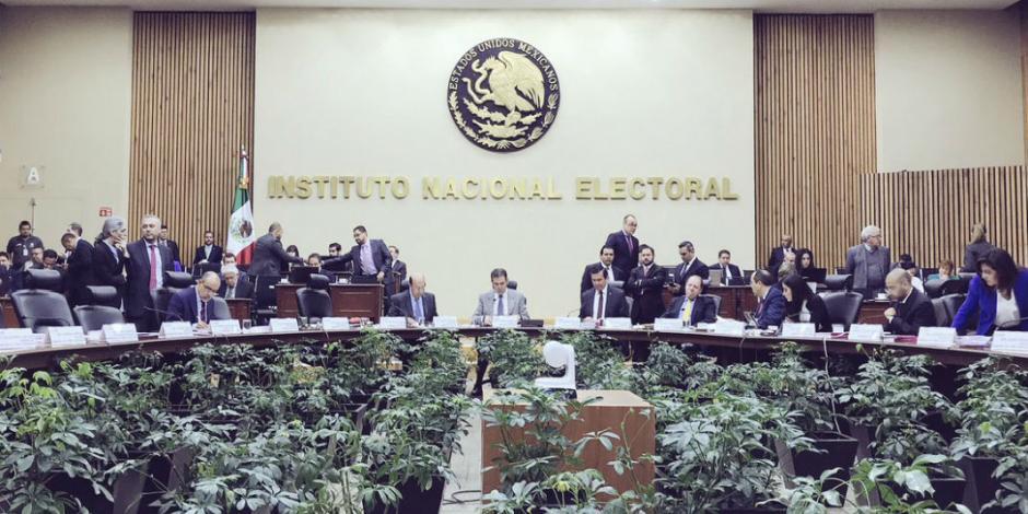 Por acoso sexual y laboral, INE suspende a directivo