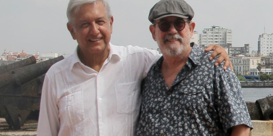 Suma Silvio a AMLO a colección de fotos con Chávez, Evo...