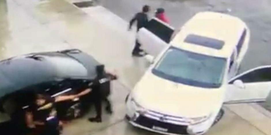VIDEO: Se hacen pasar por policías y secuestran a mujer en Nayarit