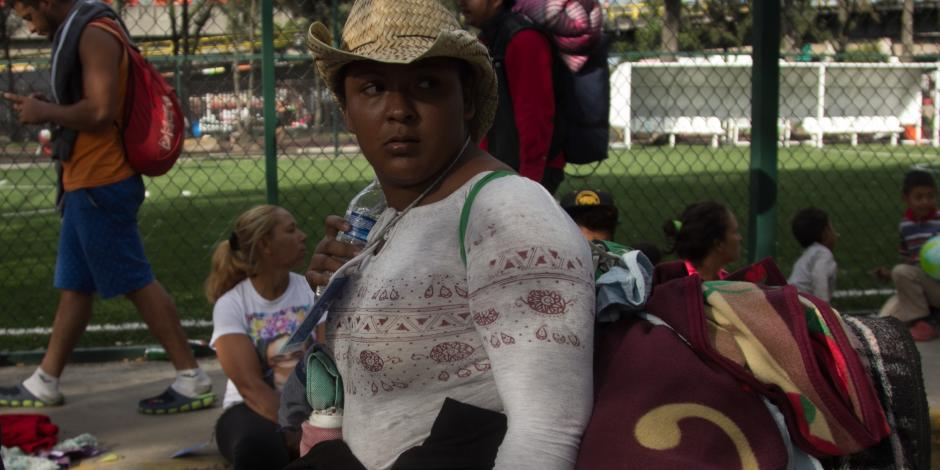 En medio del caos y desorden, caravana migrante deja la CDMX