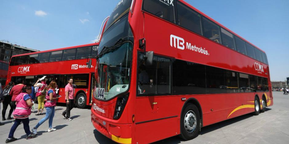 Exhiben en el Zócalo 3 unidades del recién estrenado Metrobús Línea 7