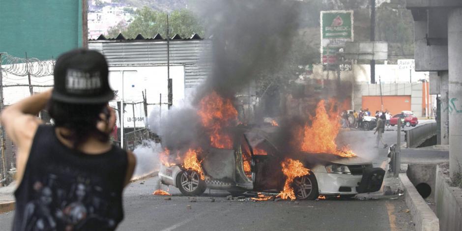 Persecución y abuso policial desata 20 horas de bloqueos, vandalismo...