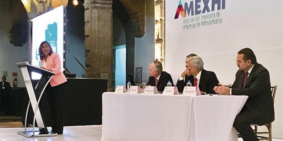 AMLO ofrece a empresarios respetar contratos petroleros asignados con la Reforma Energética
