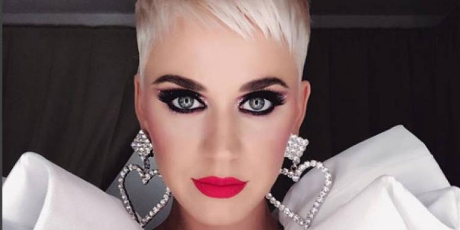 Katy Perry deja temporalmente los escenarios