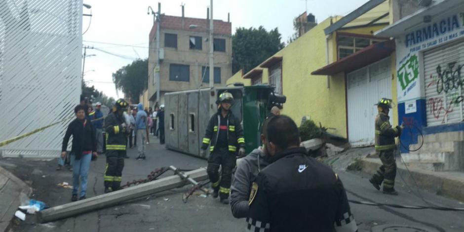 Deja una decena de heridos choque de microbús en San Juan Xalpa, Iztapalapa