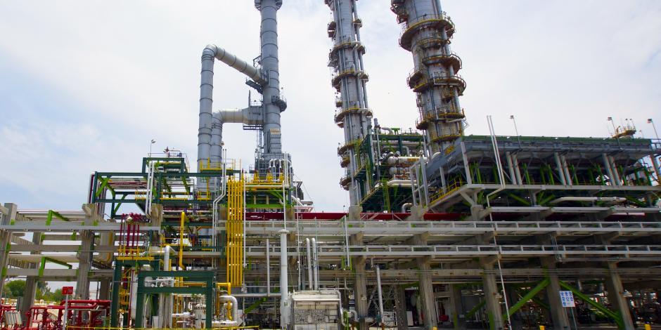 Anuncia Nahle 155 mmdp para regresar a Pemex capacidad de inversión