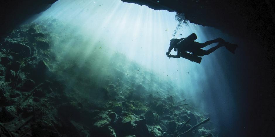 Hallan en cenote vestigios mayas de múltiples tiempos