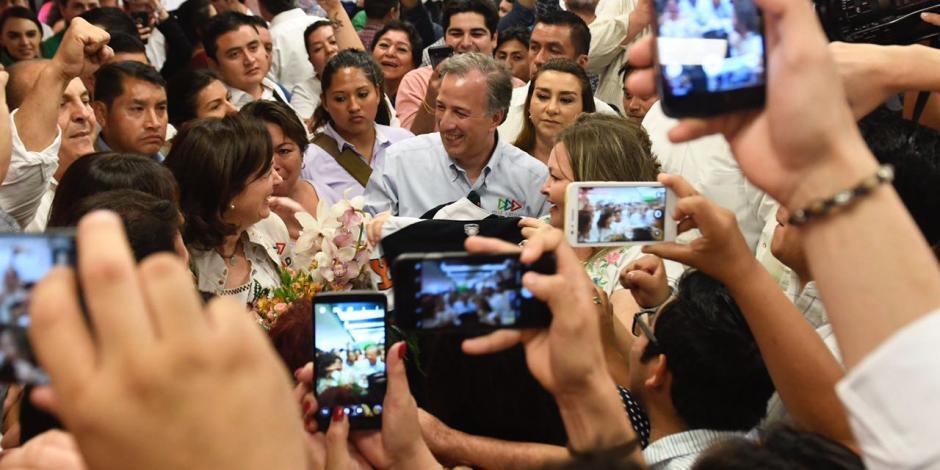 Entre aplausos y porras simpatizantes reciben a Meade en Mérida