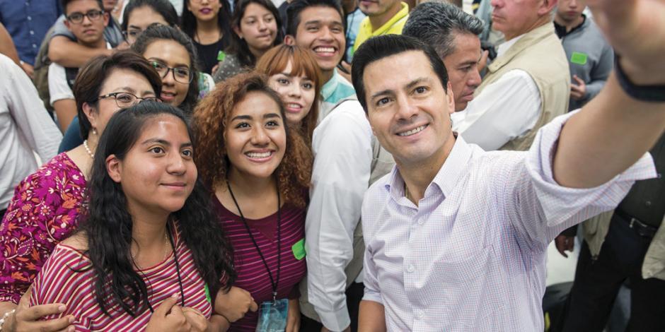 """""""Todos construimos el México que queremos"""", afirma EPN"""