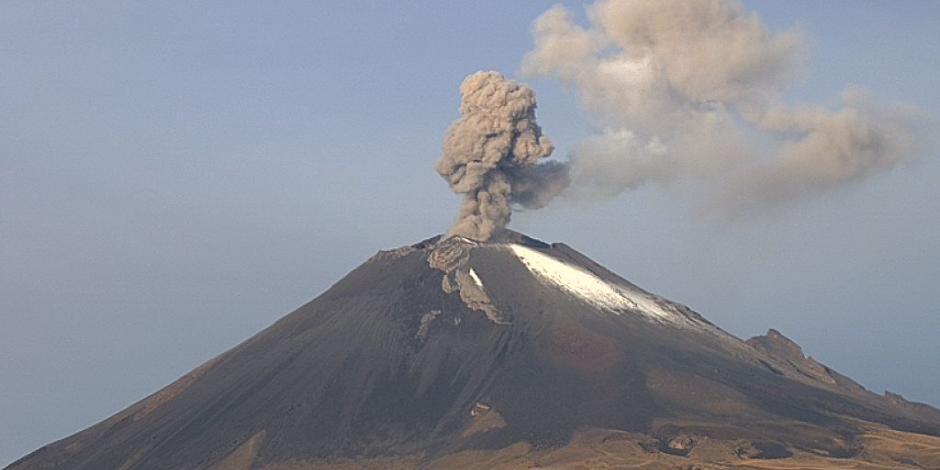 Volcán Popocatépetl mantiene actividad y emisión de ceniza
