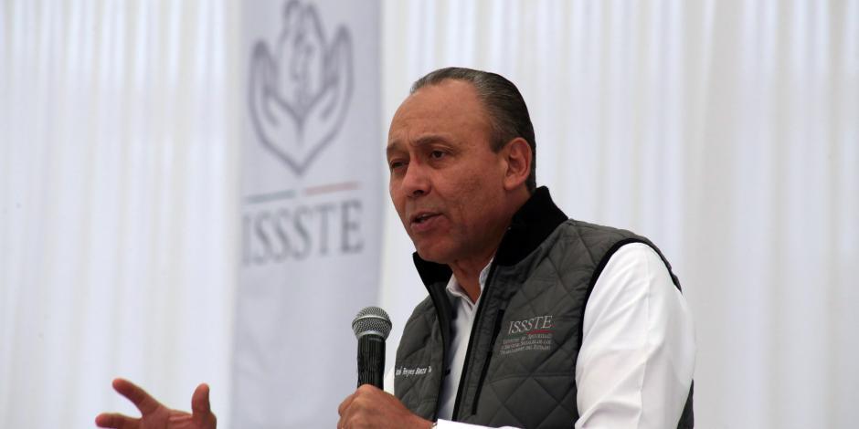 Reyes Baeza deja dirección del ISSSTE; va por un escaño en el Senado