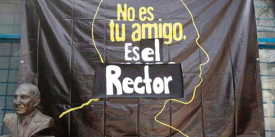 Suspende UNAM a 3 vigilantes por omisión