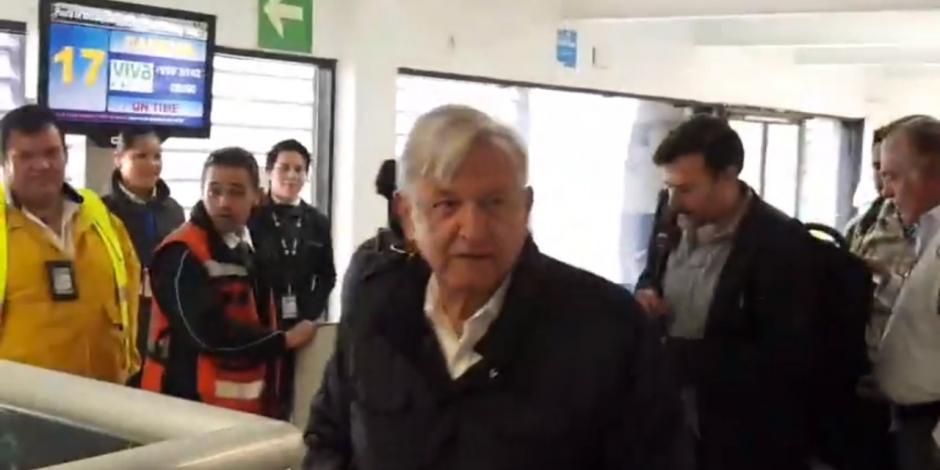 AMLO llega a Cancún y se reúne con gobernador de QRoo