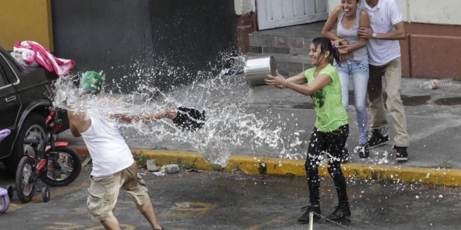 Suman 87 personas detenidas por desperdiciar agua en la CDMX