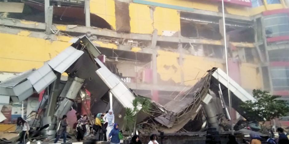 FOTOS: Suman 384 muertos por terremoto y tsunami en Indonesia