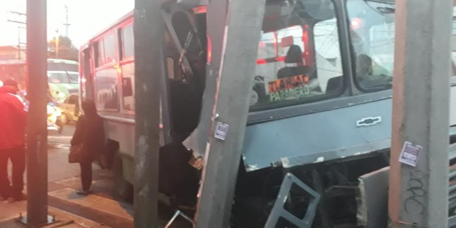 Microbusazo en Iztapalapa deja 11 lesionados