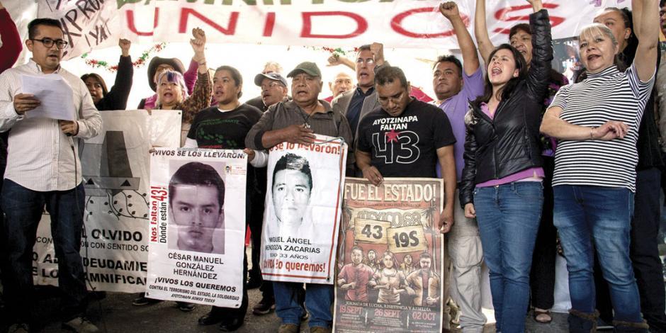 Confían padres de los 43 normalistas de Ayotzinapa que se reabra caso