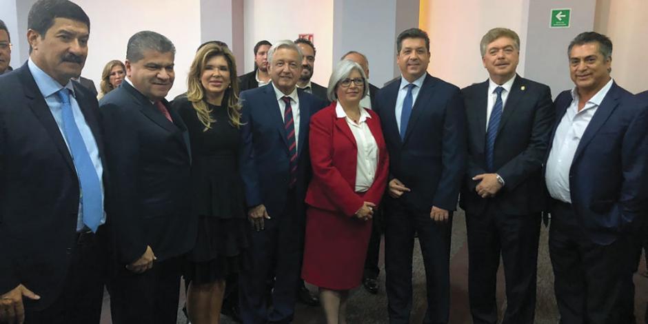 Delinea AMLO agenda legislativa con gabinete