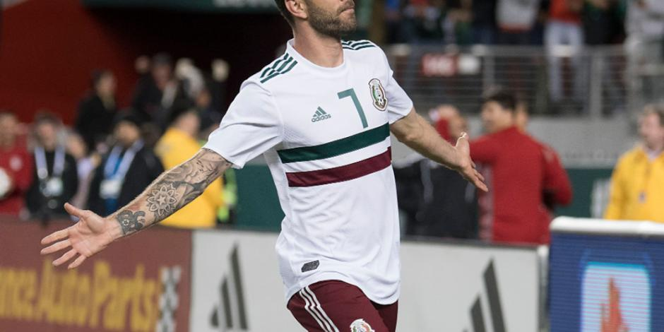 Con doblete de Layún, México vence 3 cero a Islandia