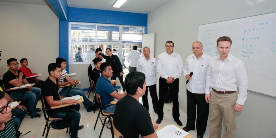 Anuncian becas en Chiapas para universitarios destacados