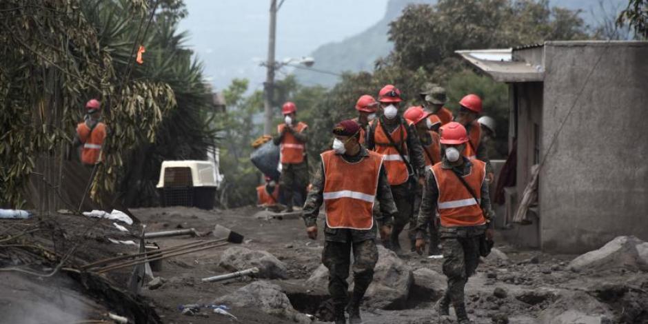 Lluvias complican ayuda a comunidades afectadas por volcán de Fuego