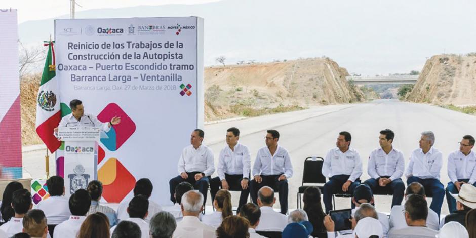 Retoma Oaxaca carretera abandonada 10 años que reducirá traslados de 6 a 3 horas
